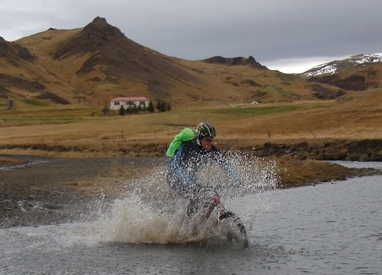 Maastopyöräilyä Islannissa